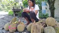 Kasihan, Penyandang Difabel di Blitar Jualan Durian Dibayar Uang Palsu