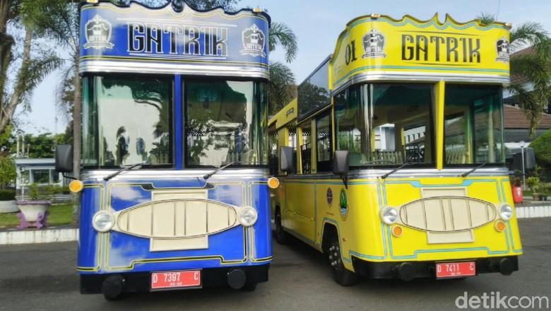 Bus wisata di Ciamis.