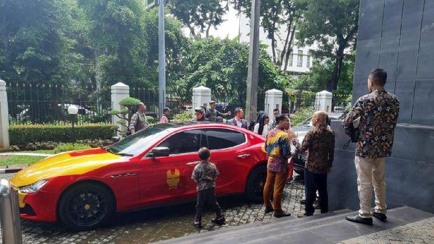 Naik 4 Mobil Mewah, Gen Halilintar Hadiri Sidang Perkara 'Lagi Syantik'