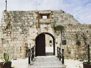 Wouw! Restoran Ini Berdiri di Atas Kastil Berusia 200 Tahun Penuh Sejarah