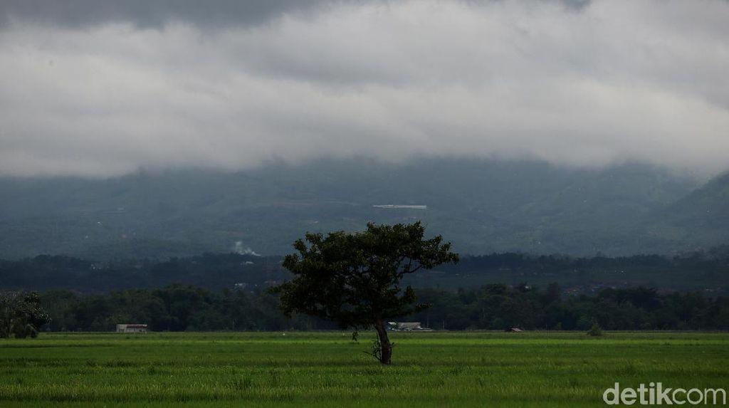 Penampakan Kabupaten Bandung yang Diselimuti Awan Hitam