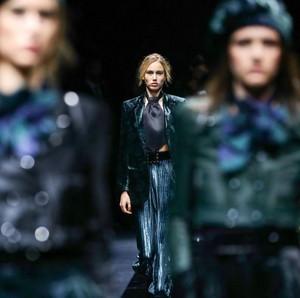 Fashion Show Armani Kosong Tanpa Tamu karena Virus Corona