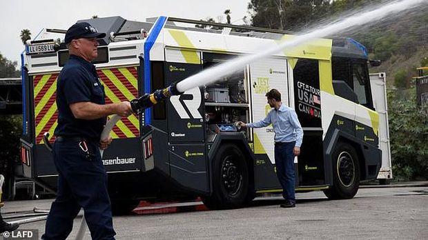 Truk pemadam kebakaran ditenagai listrik