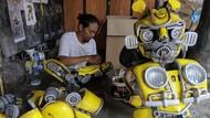 Unik! Perajin di Solo Bikin Kostum Robot Berbagai Bentuk