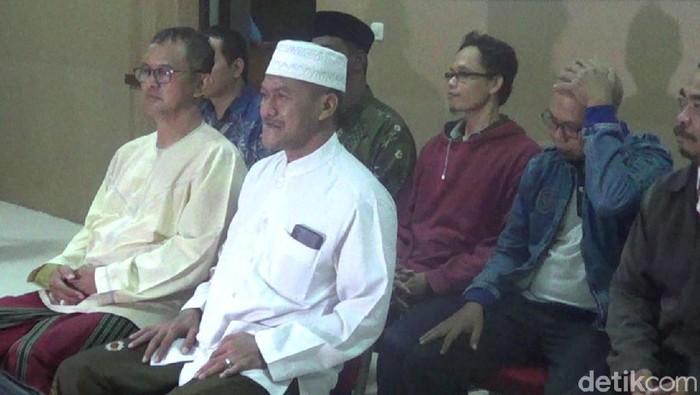 Gus Amak dan Abah Ali saat mendaftar sebagai calon independen di KPU Solo