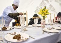 Pecahkan Rekor! Makan Malam Tertinggi di Everest dengan Menu Buatan Chef Michelin