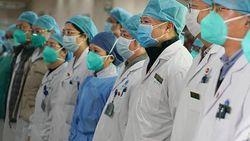 Kejutan Kue Ulang Tahun Bikin Perawat Pasien Corona Ini Terharu