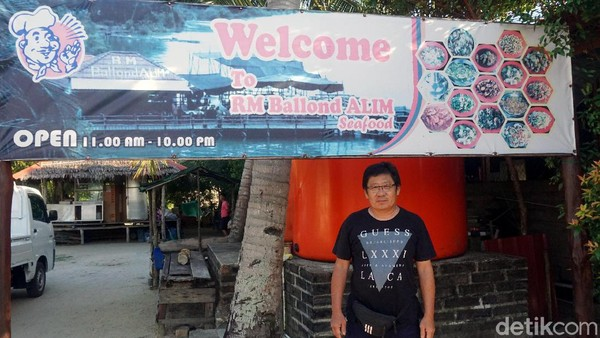 Alim, selaku pemilik rumah makan mengaku hanya menggunakan bahan baku terbaik dari laut Kepulauan Riau. Wajib banget dicoba traveler! (Wahyu Setyo/detikcom)