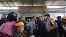 Seorang Perempuan yang Disebut Penculik Anak Dikepung Warga di Surabaya