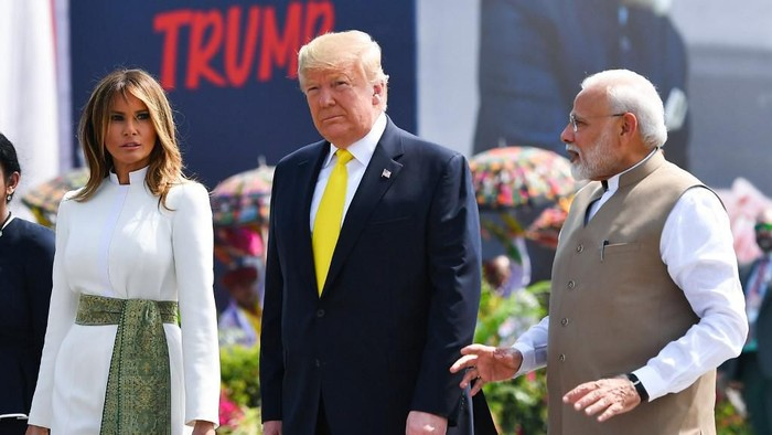 Indias Prime Minister Narendra Modi (R) speaks with US President Donald Trump (C) and First Lady Melania Trump (L) upon their arrival at Sardar Vallabhbhai Patel International Airport in Ahmedabad on February 24, 2020. (Photo by Mandel NGAN / AFP)