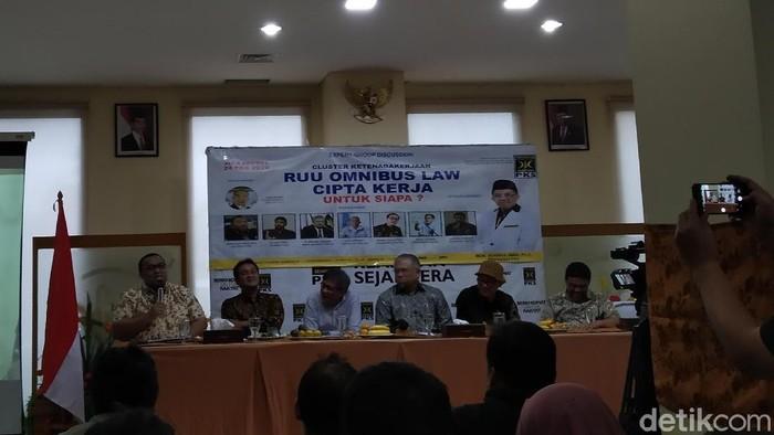 FGD tentang RUU Omnibus law Cipta untuk Siapa?