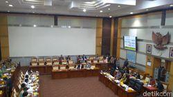 Komisi I DPR Panggil Operator Seluler Terkait Pandemi COVID-19