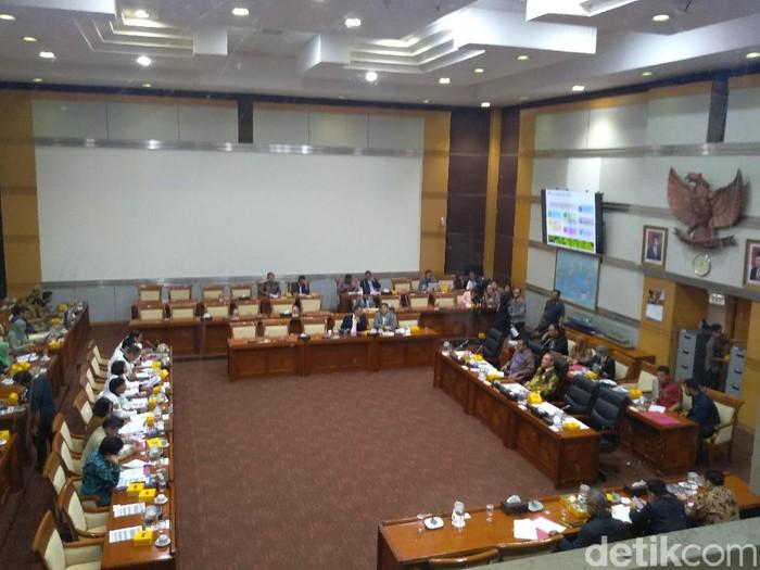 Kominfo rapat dengan Komisi I