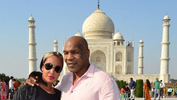 Former heavyweight boxer Mike Tyson (R) poses for a picture with his wife Lakiha