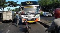 Viral Biker Adang Bus Lawan Arah dengan Motor, Ini Ancaman Polisi untuk Sopir