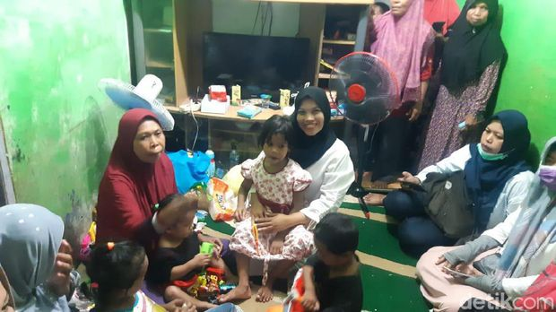 Anak-anak yang ditinggal pasangan Yaya dan Siti. Foto: Yovanda/detikcom