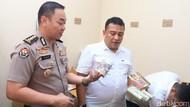 Polisi Teliti Kandungan Obat Kuat Ilegal yang Digerebek di Surabaya