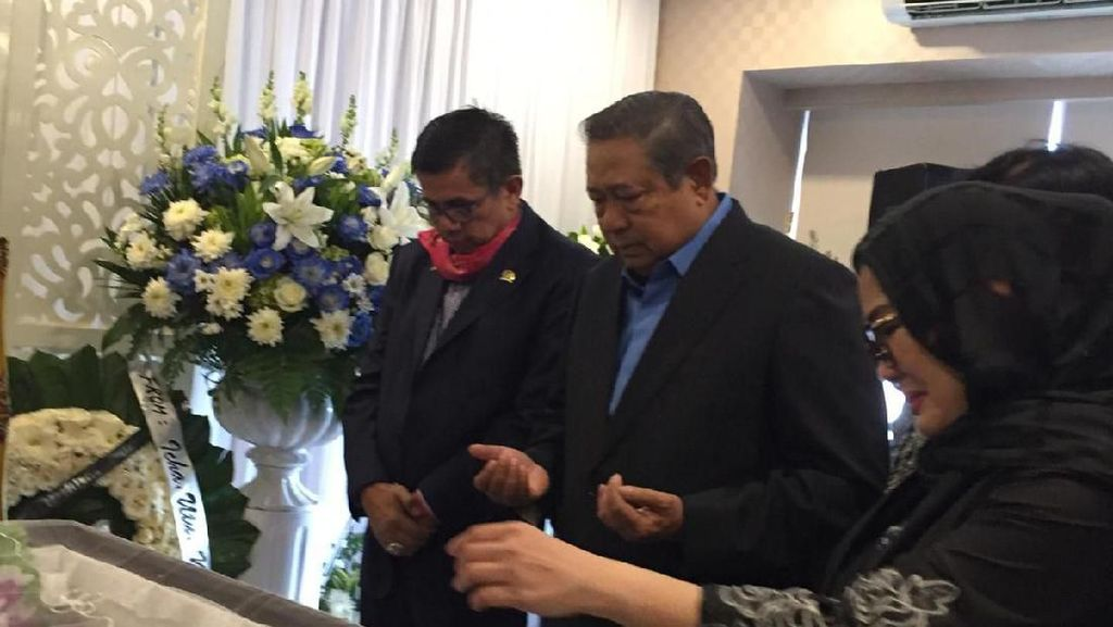 Melayat ke Rumah Duka Ventje Rumangkang, SBY Kenang Dirikan Partai Demokrat