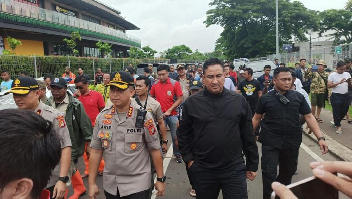 Aeon Mall Jakarta Garden City Diserang Polisi Tak Ada Penjarahan
