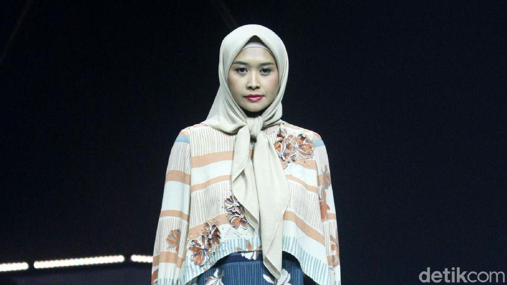 Intip 12 Koleksi Busana Muslim KAMI yang Dihiasi Bunga Melati