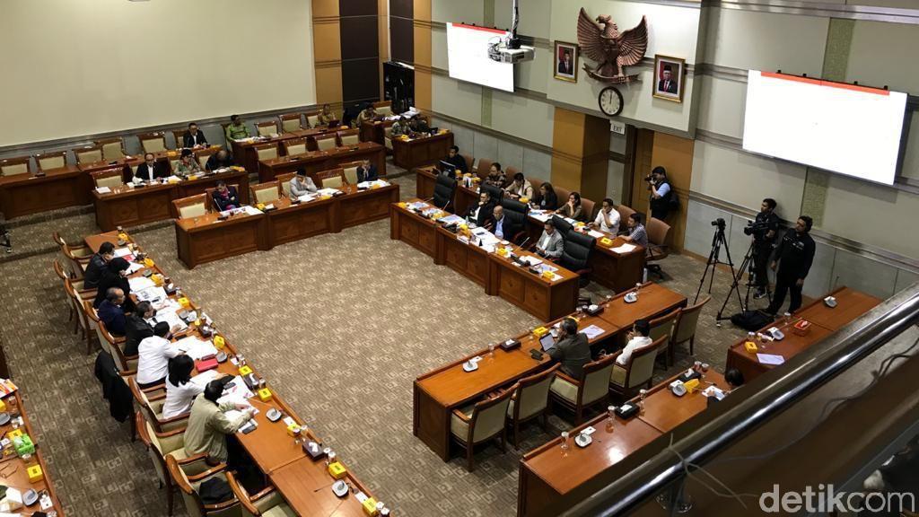 Dicecar Komisi III, Yasonna Angkat Tangan Ngaku Tak Kenal Harun Masiku