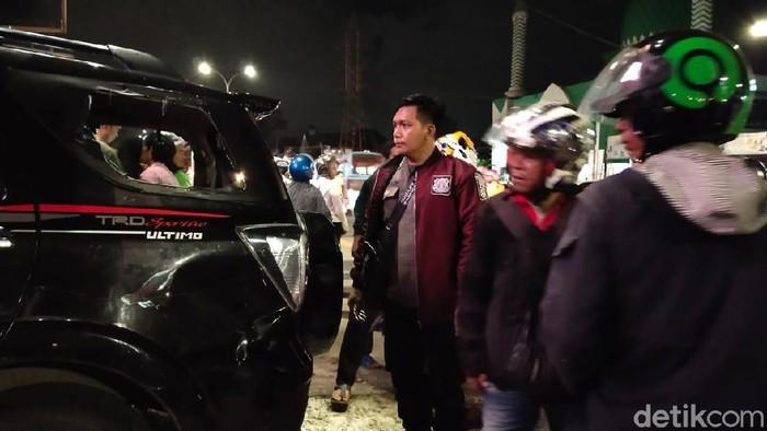 Baharuddin (45) , pria pengendara mobil diamuk massa usai menabrak puluhan pengendara motor di Makassar, Sulawesi Selatan (Sulsel).