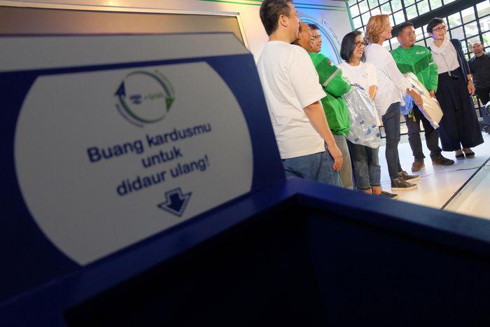 Bekerja sama dengan brand air mineral Danone-Aqua, Grab meluncurkan layanan GrabExpress Recyle di dalam aplikasinya yang menjadi aksi nyata hentaskan sampah plastik di sekitar kita. Foto: dok. GRAB