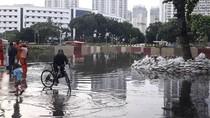 Banjir Underpass Kemayoran 14 Jam Belum Surut, Lurah: Tunggu Antrean Air