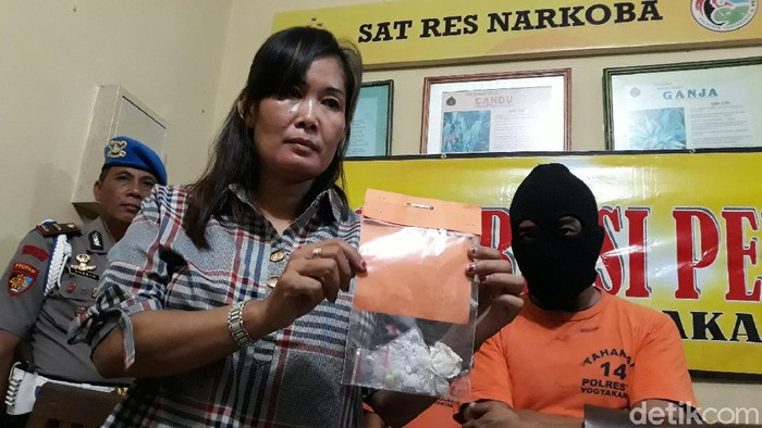 Tersangka kurir narkoba diamankan Polresta Yogyakarta, Selasa (25/2/2020).