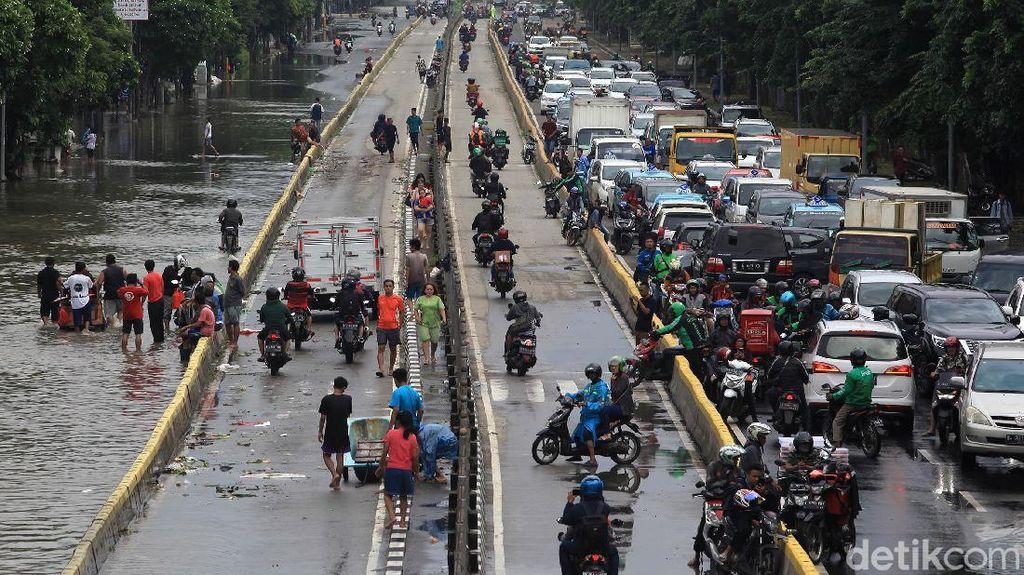 9.890 Warga Masih Mengungsi di 82 Titik Usai Banjir Jakarta