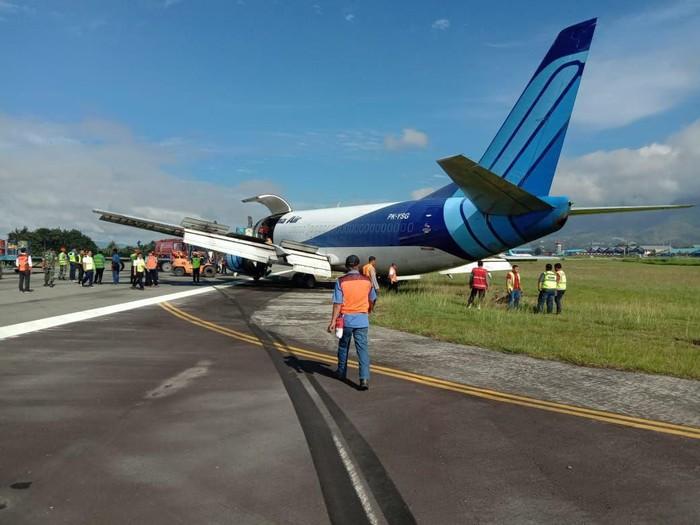 Pesawat Trigana Air tergelincir di Bandara Sentani. (Wilpret Siagian/detikcom)