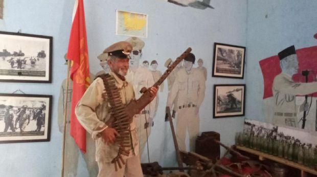 Muhlis Eso Kumpulkan Senjata Perang Dunia II Sejak Umur 10 Tahun