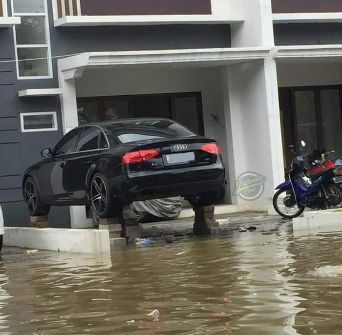 Audi a4 nangkring saat banjir