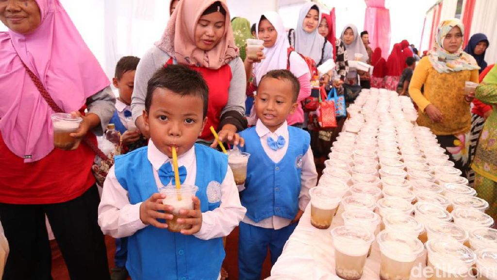 3.505 Cup Dawet Lele Pecahkan Rekor Muri di Kediri