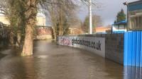 Stadion Klub Inggris Kebanjiran, Kiper Legendaris Ikut Nyumbang
