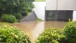 Underpass Tol Cawang Banjir, Tak Bisa Dilalui Semua Kendaraan