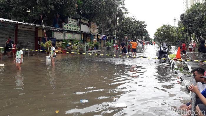 Banjir di wilayah sekitar underpass Kemayoran (Ilman/detikcom)