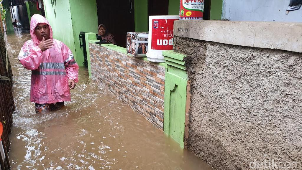 Hujan Deras, Rumah Warga di Harapan Mulya Bekasi Banjir 60 cm