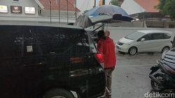 Pegawai Kantor Pengacara di Surabaya Sebut yang Dibawa KPK Adalah Makanan