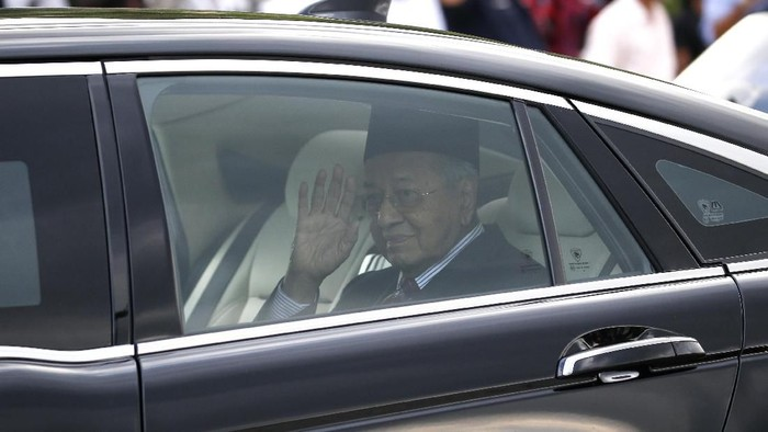 Malaysias Prime Minister Mahathir Mohamad waves after granted an audience with the Malaysias King Sultan Abdullah Sultan Ahmad Shah at the National Palace in Kuala Lumpur, on Monday, Feb. 24, 2020. Mahathir has resigned as the Malaysias 7th Prime Minister on Feb. 24, 2020. (AP Photo/FL Wong)