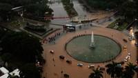 Pemandangan Saat Bundaran Patung Kuda Dekat Monas Kebanjiran