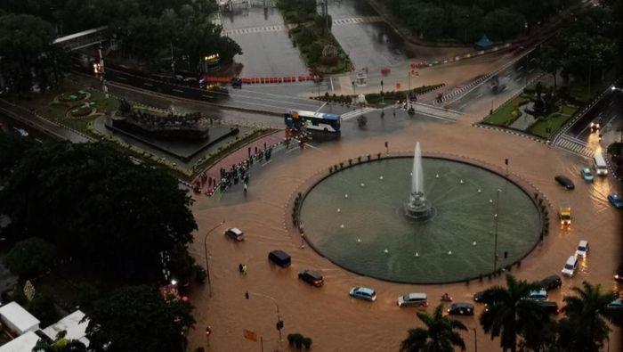 Bundaran Patung Kuda kebanjiran (Winda Wahyu Fariansih, warga Jakarta)