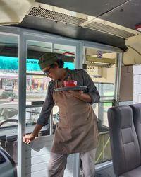 Asyik! Bisa Ngopi di Kafe Unik Dalam Bus Sungguhan