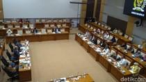 Audiensi di Komisi VIII, Korban First Travel Nangis Ingin Tetap Berangkat Umrah