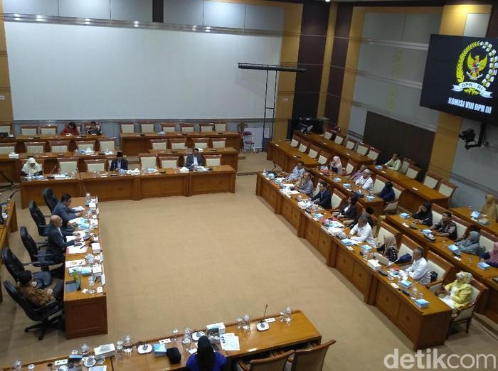 Korban penipuan First Travel melakukan audiensi dengan Komisi VIII DPR RI.
