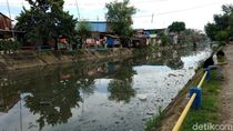 Jorok! Sampah Penuhi Kanal Jongaya di Makassar