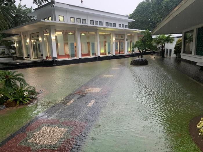 Masjid Baiturrahim Istana Kepresidenan Jakarta Kebanjiran. (Dok Istimewa)