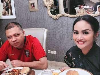 Tepis Isu Soal Cerai, Raul Lemos dan KD Pamer Foto Mesra Saat Kulineran