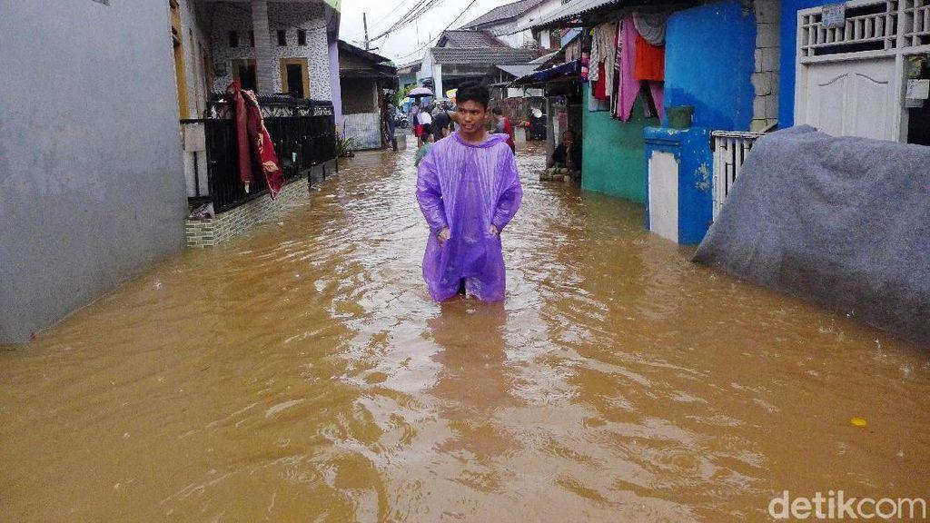 Viral, Santuynya Anak Muda Joget TikTok Suling Sakti Spongebob Saat Banjir