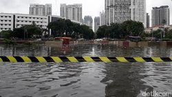 Underpass Kemayoran Hampir Tenggelam, Banjir Capai 7 Meter